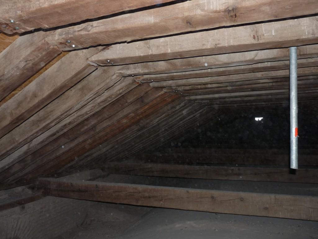 081Trasdós bóveda central Estructura madera