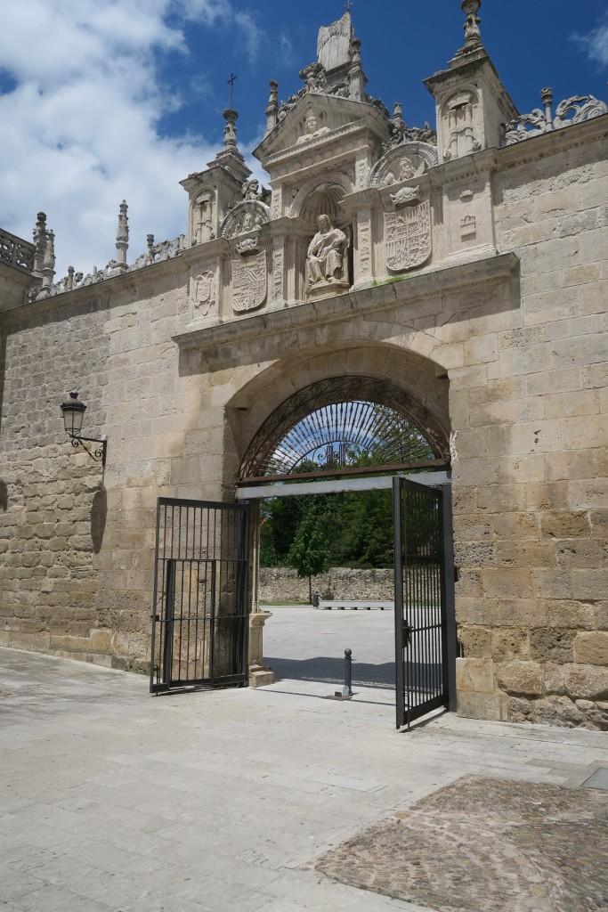 Hospital del Rey. Puerta de los Romeros